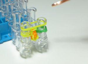 браслет из резинок круговые узелки (26)