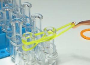 браслет из резинок круговые узелки (4)