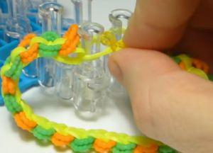браслет из резинок круговые узелки (40)