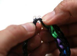 как плести толстые браслеты из резинок (27)