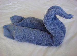 как сделать лебедя из полотенца 7