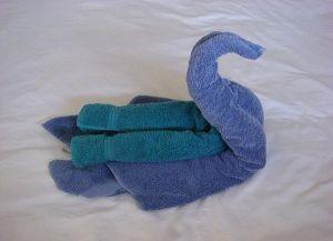 как сделать лебедя из полотенца 9