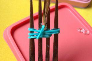 как сплести браслет из резиночек на вилке 3