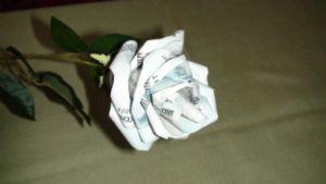 как сделать букет из денег11