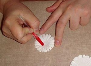 как сделать из бумаги ромашку 10