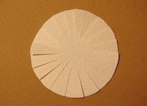 как сделать из бумаги ромашку 3