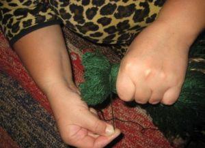 как сделать куклу из ниток4