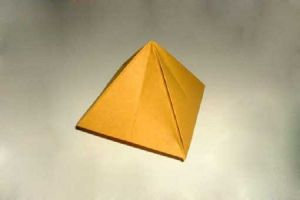 как сделать пирамиду из картона 1