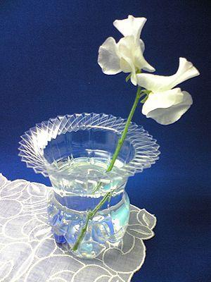 как сделать вазу из пластиковой бутылки1