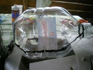 лебедь из пластиковых бутылок2