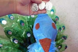 павлин из пластиковых бутылок11