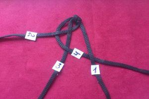 плетение браслетов из шнурков14