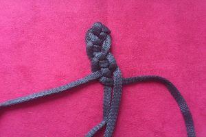 плетение браслетов из шнурков16
