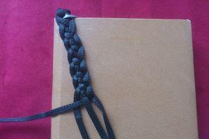 плетение браслетов из шнурков17