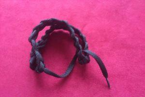 плетение браслетов из шнурков21