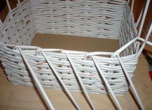 плетение из газет квадратной корзины5