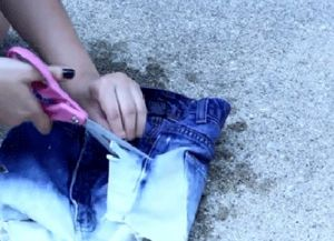 рваные джинсовые шорты своими руками 7