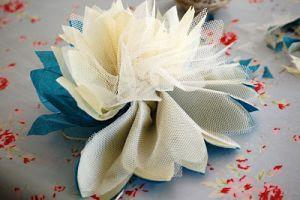 Цветы из фатина своими руками10