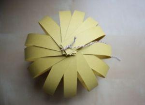 как сделать бумажный фонарик необычный5