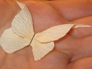 Бабочки из гофрированной бумаги8