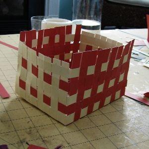 Как сделать из бумаги корзинку4