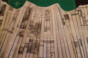Как сделать платье из газет31