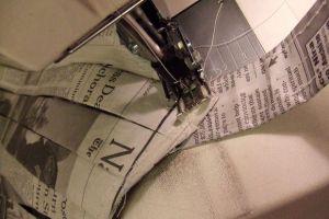 Как сделать платье из газет44
