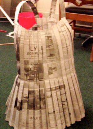 Как сделать платье из газет46