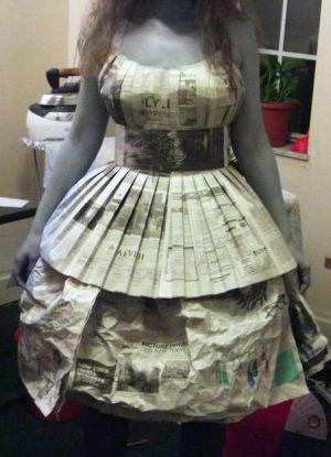 Платье из газет и бумаги