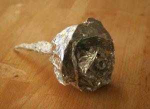 Как сделать розу из фольги4