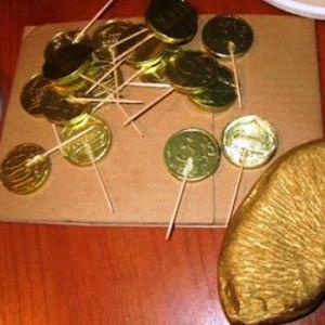 Золотая рыбка из конфет2