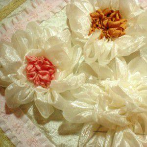 как украсить подушку лентами28