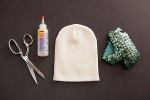 Как украсить вязаную шапку2