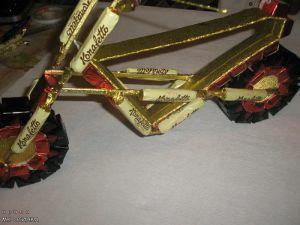 Мотоцикл из конфет - мастер-класс12