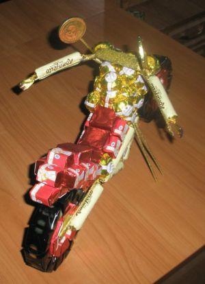 Мотоцикл из конфет - мастер-класс16