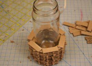 необычная ваза из картона7
