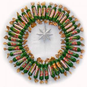 Новогодние букеты из конфет12