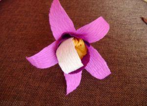 Орхидея из гофрированной бумаги10