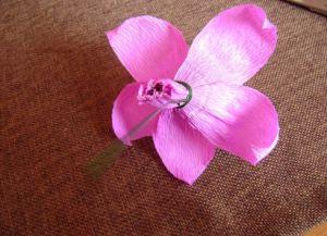 Орхидея из гофрированной бумаги11
