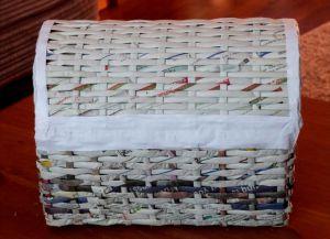 плетение сундука из газетных трубочек17