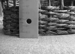 плетение сундука из газетных трубочек6