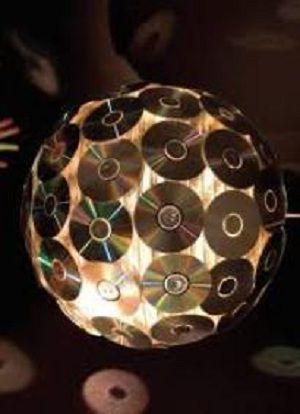 Как сделать зеркальный шар из дисков своими руками видео