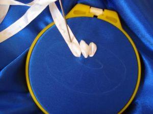 Вышивка лентами ромашки6