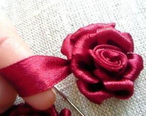 Вышивка лентами розы24