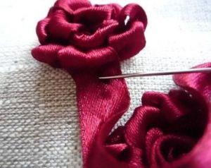 Вышивка лентами розы25