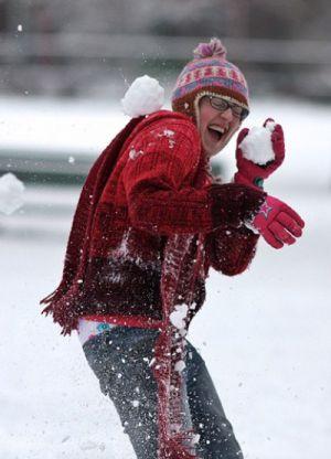 Как кидать снежки