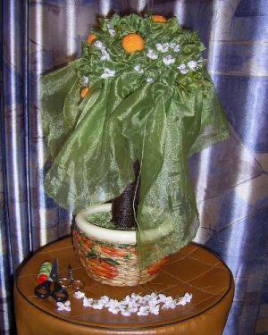 топиарий из цветов и органзы 10