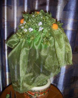 топиарий из цветов и органзы 9