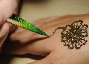 Как сделать временное тату в домашних условиях с помощью кальки