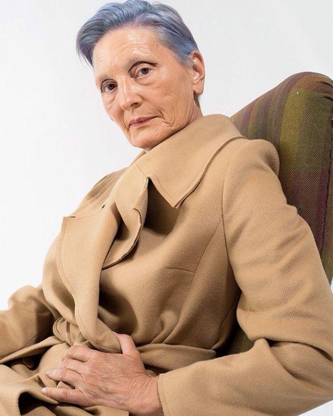 Людмила Бражкина в пальто